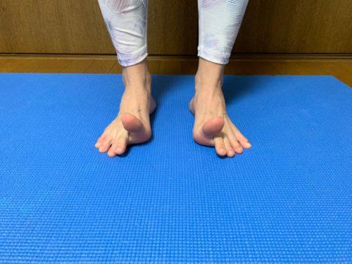 足の指をウェーブ